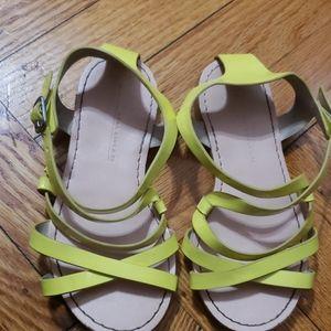 Girls sandals.